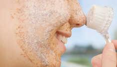 Você costuma esfoliar a pele? Saiba como fazer